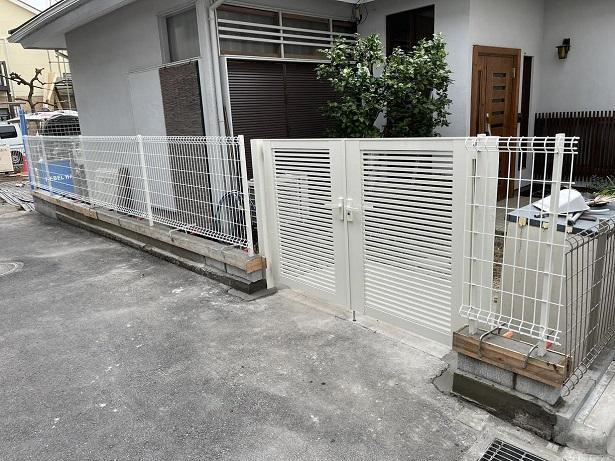 フェンスと門扉の取り付け工事