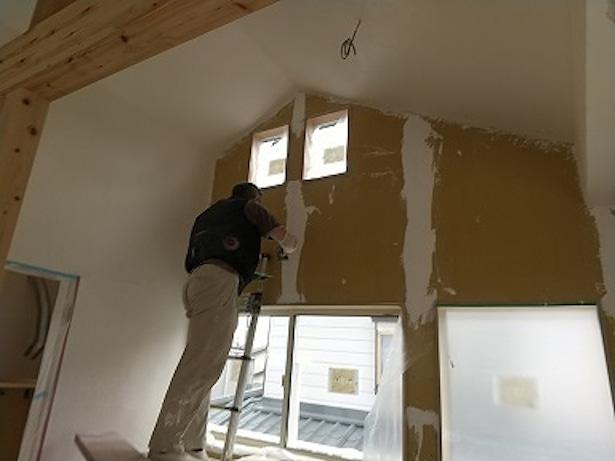 内装漆喰工事の様子